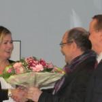 Laudatorin Tatjana Jury, Ausstellungskurator Raymund Stolze und Bürgermeister Karsten Knobbe