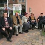 Warten vorm großen Auftritt v.l.n.r. Drittplatzierter Christian Depenbusch, Raymund und Gabriele Stolze, Frau von Herrn Lars, Erstplatzierter Mario Lars