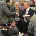 Übergabe der Medaillen durch Bürgermeister Karsten Knobbe